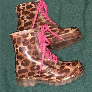 ☔️Bongo clear leopard jelly rain boots size 6☔️
